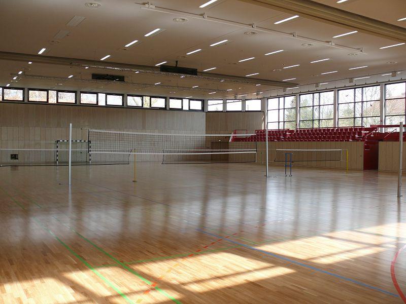 Die neue Halle 2010 mit 9 Badminton-Feldern.